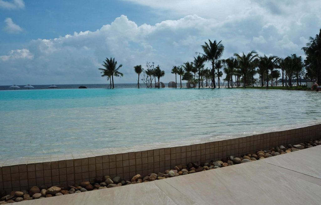 Infinity pool Fusion Resort