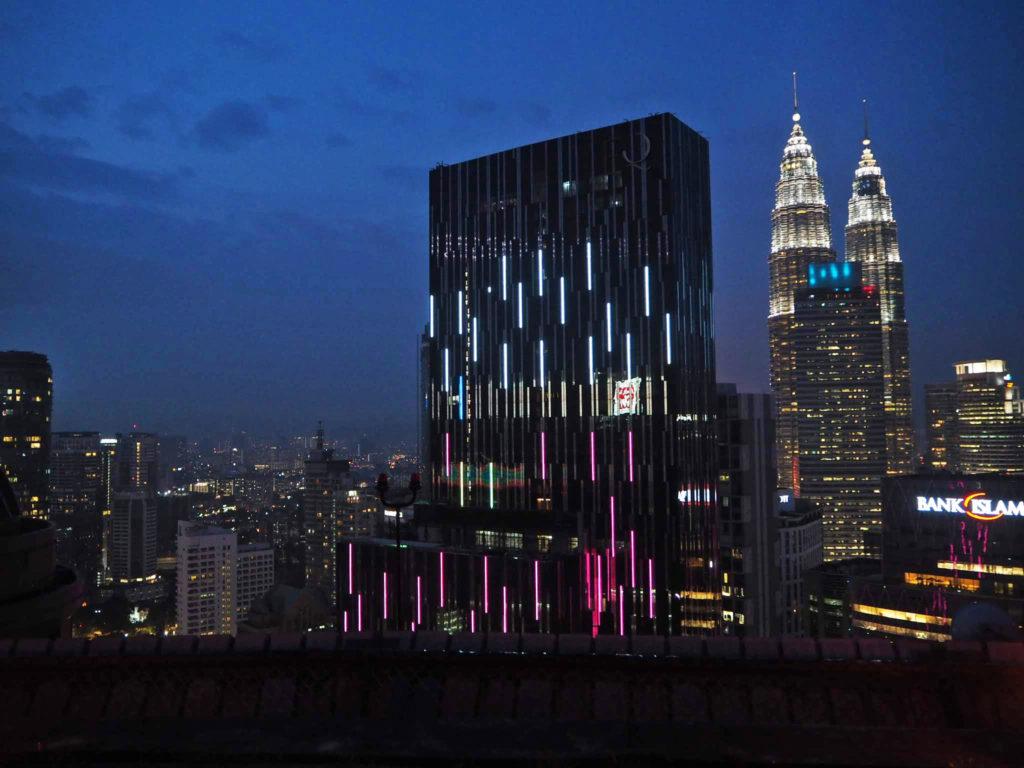 Heli Lounge and Bar ja öinen Kuala Lumpur