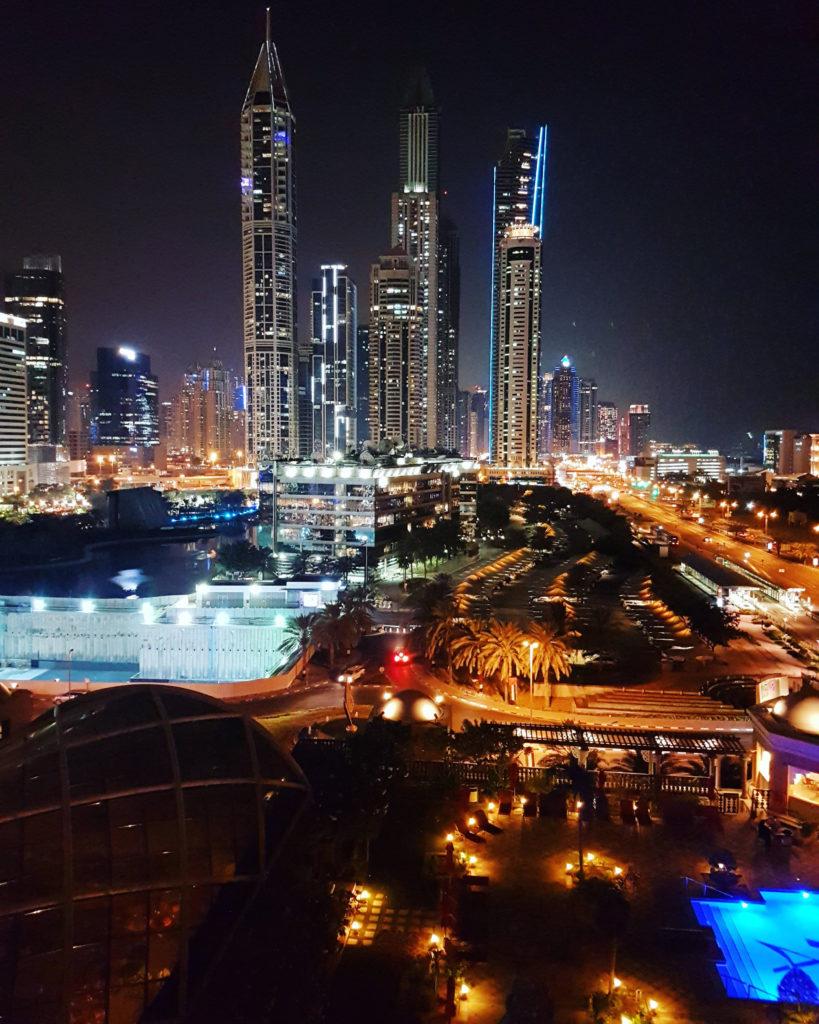 Dubai illalla